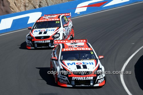 14057 -  Garth Tander & Warren Luff / James Courtney & Greg Murphy, Holden VF Commodore - 2014 Supercheap Auto Bathurst 1000 - Photographer Craig Clifford