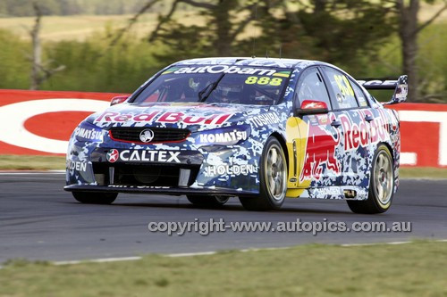 14037 - Craig Lowndes & Steven Richards, Holden VF Commodore - 2014 Supercheap Auto Bathurst 1000 - Photographer Craig Clifford