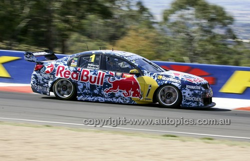 14036 - Jamie Whincup & Paul Dumbrell, Holden VF Commodore - 2014 Supercheap Auto Bathurst 1000 - Photographer Craig Clifford