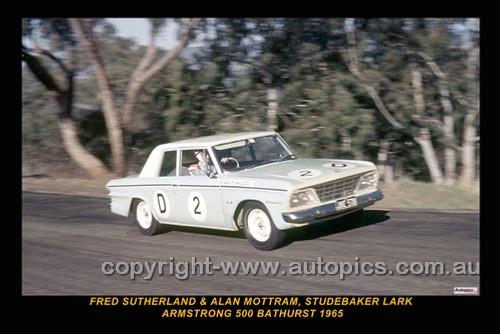 65782-1 - Fred Sutherland & Allan Mottram, Studebaker Lark - Armstrong 500 Bathurst 1965 - Photographer Ian Thorn