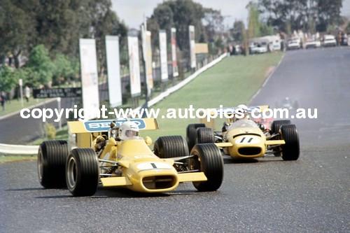 70525 - Bartlett / Stewart  -  Mildren Alfa  Sandown  1970