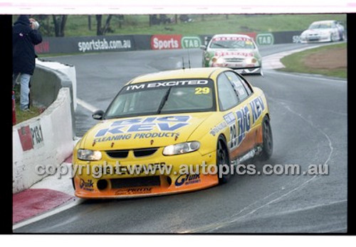 FIA 1000 Bathurst 19th November 2000 - Photographer Marshall Cass - Code 00-MC-B00-094
