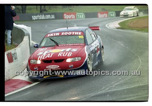 FIA 1000 Bathurst 19th November 2000 - Photographer Marshall Cass - Code 00-MC-B00-096