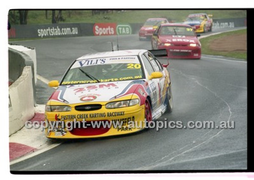 FIA 1000 Bathurst 19th November 2000 - Photographer Marshall Cass - Code 00-MC-B00-097