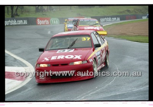 FIA 1000 Bathurst 19th November 2000 - Photographer Marshall Cass - Code 00-MC-B00-098