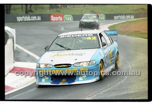 FIA 1000 Bathurst 19th November 2000 - Photographer Marshall Cass - Code 00-MC-B00-102