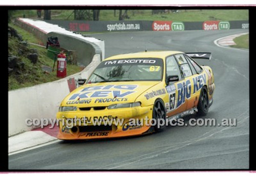 FIA 1000 Bathurst 19th November 2000 - Photographer Marshall Cass - Code 00-MC-B00-105