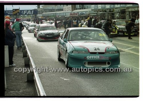FIA 1000 Bathurst 19th November 2000 - Photographer Marshall Cass - Code 00-MC-B00-114