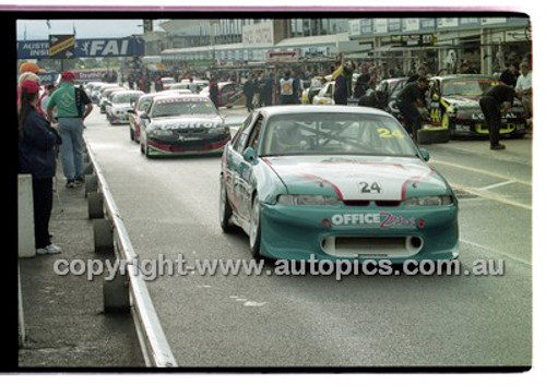 FIA 1000 Bathurst 19th November 2000 - Photographer Marshall Cass - Code 00-MC-B00-114