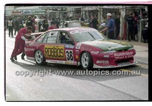 FIA 1000 Bathurst 19th November 2000 - Photographer Marshall Cass - Code 00-MC-B00-115
