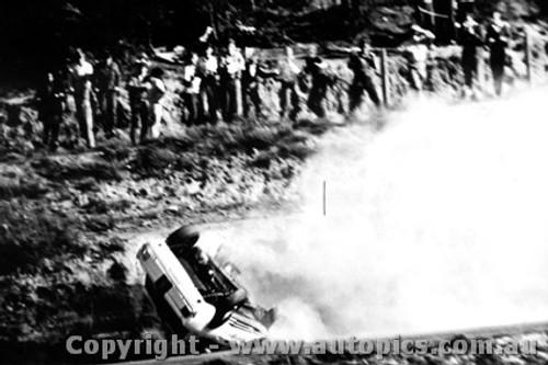 Bob Jane -  Ford Mustang   Catalina Park Katoomba  1965