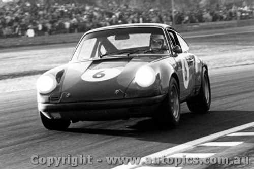70008  -  Bill Brown  -  Porsche 911s  Warwick Farm  1970 - Photographer David Blanch