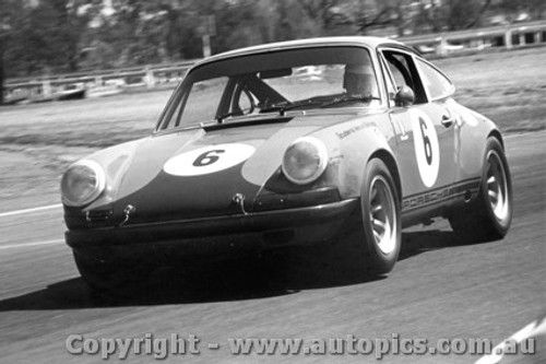 70009  -  Bill Brown  -  Porsche 911s  Warwick Farm  1970 - Photographer David Blanch