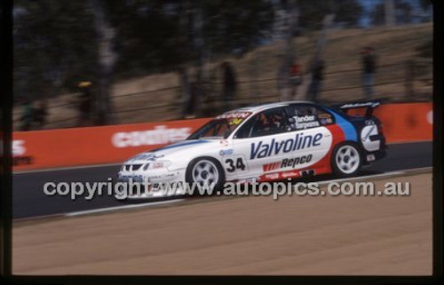 Bathurst 1000, 2002 - Photographer Marshall Cass - Code 02-B02-001