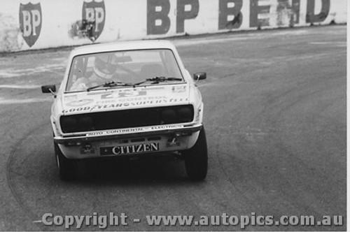 81005  -  Rod Barrett  -  Fiat 128 - Oran Park 1981