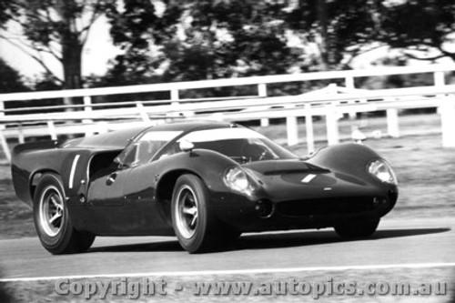 67415  -  Paul Hawkins  -  Lola T70 MK3 Coupe  - Warwick Farm 1967