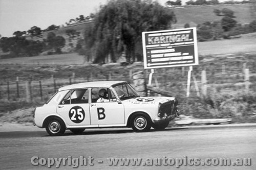 67707  -   Richardson / Whiteman  -  Bathurst 1967 - Morris 1100S