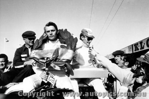 69702  -  Bond / Roberts  -  Bathurst 1969 - 1st Outright & Class D winner -Holden Monaro GTS 350
