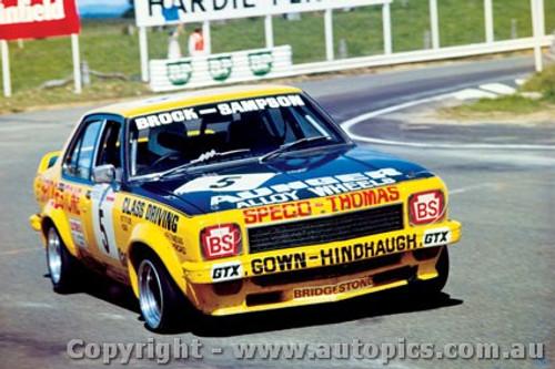 75701  -  P. Brock / B. Sampson  -  Bathurst 1975  1st Outright & 1st Class D - Holden Torana L34 SLR5000