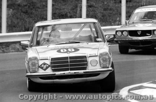 75713  -  T. Naughton / R. Wemyss  -  Bathurst 1975  Mercedes Benz 280E