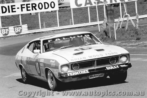 75714  -  Carter / Winter  -  Bathurst 1975   Falcon