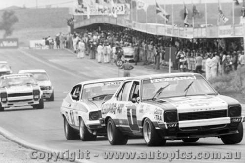 76702  -  C. Bond / J. Harvey  -  Bathurst 1976 - 2nd Outright  Torana L34 SLR5000  -  Allan Moffat close behind