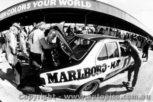 76703  -  C. Bond / J. Harvey  -  Bathurst 1976   2nd Outright   Torana L34 SLR5000