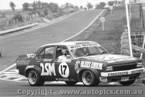 76715  -  S. Moss / J. Brabham  -  Bathurst 1976 -  Torana L34  SLR5000