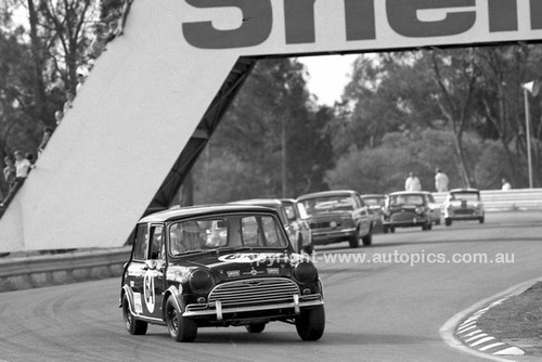 69300-1 - G. Leeds, Morris Cooper S - Warwick Farm 1969 - Photographer Lance J Ruting.