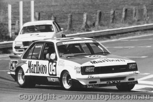 81707  -  Peter Brock    Holden Commodore VC  Bathurst  1981