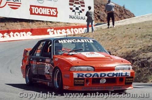 94710  -  Russell / Gillon    Bathurst 1994  Holden Commodore VL