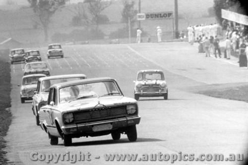 66707 - Boddenberg / Cooke - Valiant V8 Auto - Bathurst 1966