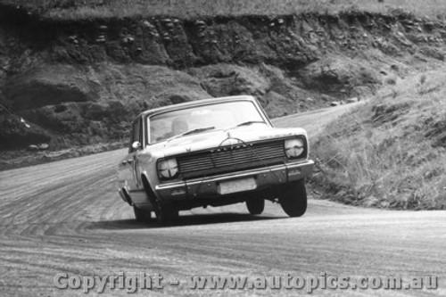 66708 - Boddenberg / Cooke - Valiant V8 Auto - Bathurst 1966