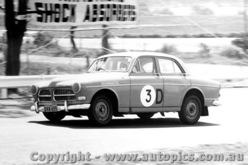 65718 - Bill Ford & Des West, Volvo 122s Bathurst 1965