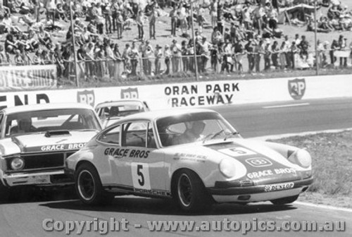 72018 - Ian  Pete  Geoghegan s Super Falcon gives Bill Brown s Porsche a nudge - Oran Park 1972