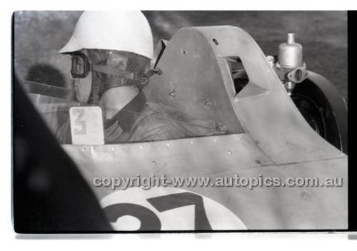 Rob Roy HillClimb 1st June 1958 - Photographer Peter D'Abbs - Code RR1658-001