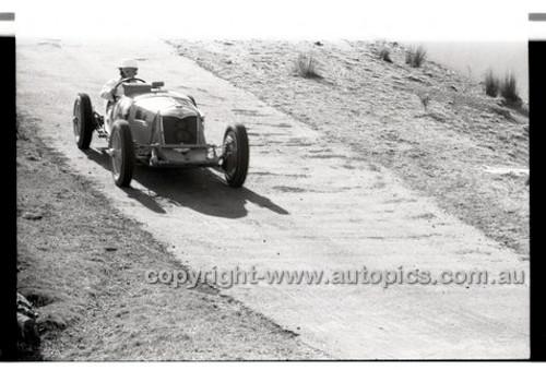 Rob Roy HillClimb 1st June 1958 - Photographer Peter D'Abbs - Code RR1658-045