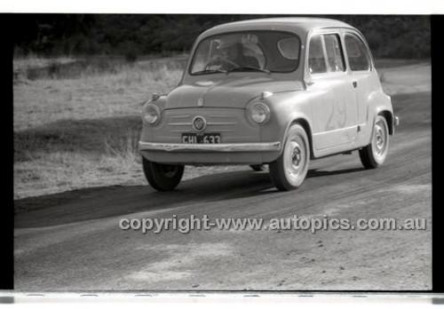 Rob Roy HillClimb 1st June 1958 - Photographer Peter D'Abbs - Code RR1658-053