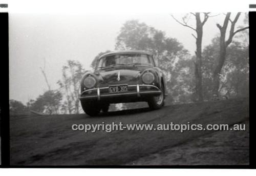 Rob Roy HillClimb 1st June 1958 - Photographer Peter D'Abbs - Code RR1658-070