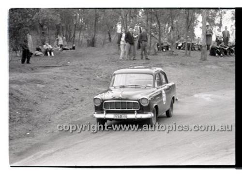 Rob Roy HillClimb 10th August 1958 - Photographer Peter D'Abbs - Code RR1658-110