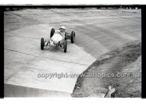 Rob Roy HillClimb 10th August 1958 - Photographer Peter D'Abbs - Code RR1658-113