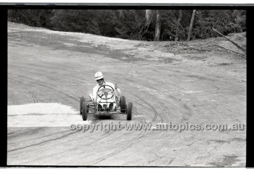 Rob Roy HillClimb 10th August 1958 - Photographer Peter D'Abbs - Code RR1658-118