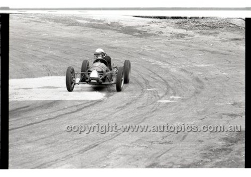 Rob Roy HillClimb 10th August 1958 - Photographer Peter D'Abbs - Code RR1658-121