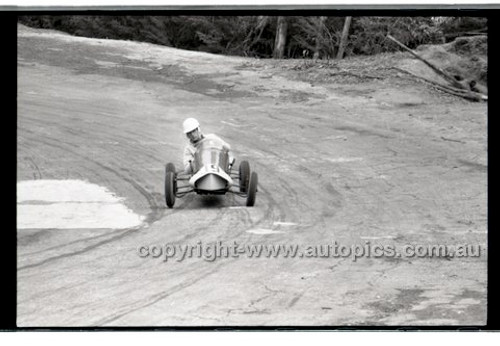 Rob Roy HillClimb 10th August 1958 - Photographer Peter D'Abbs - Code RR1658-138