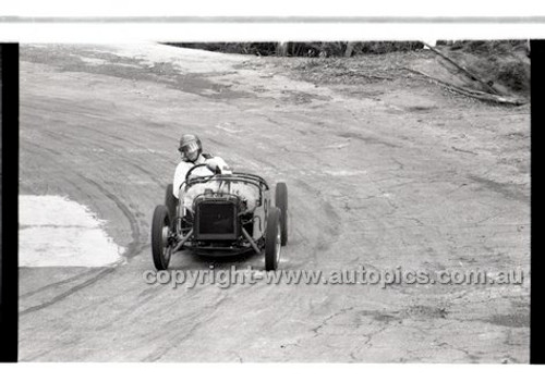 Rob Roy HillClimb 10th August 1958 - Photographer Peter D'Abbs - Code RR1658-146