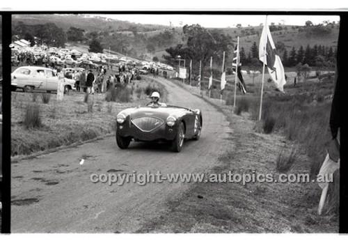 Templestowe HillClimb 7th September 1958 - Photographer Peter D'Abbs - Code 58-T7958-015