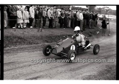 Templestowe HillClimb 7th September 1958 - Photographer Peter D'Abbs - Code 58-T7958-017