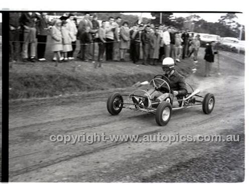 Templestowe HillClimb 7th September 1958 - Photographer Peter D'Abbs - Code 58-T7958-018