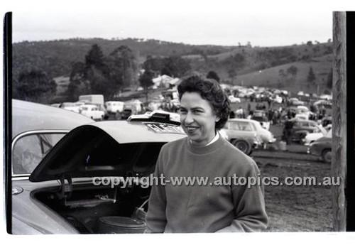 Templestowe HillClimb 7th September 1958 - Photographer Peter D'Abbs - Code 58-T7958-025