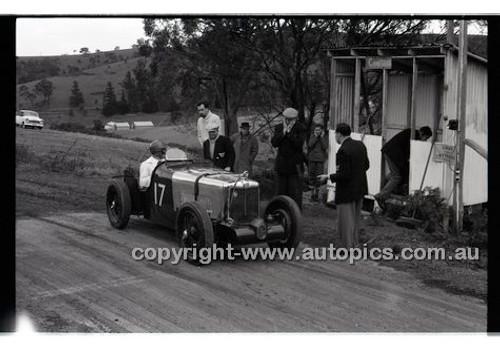 Templestowe HillClimb 7th September 1958 - Photographer Peter D'Abbs - Code 58-T7958-031